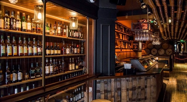 web dingle whisky bar claus hebor